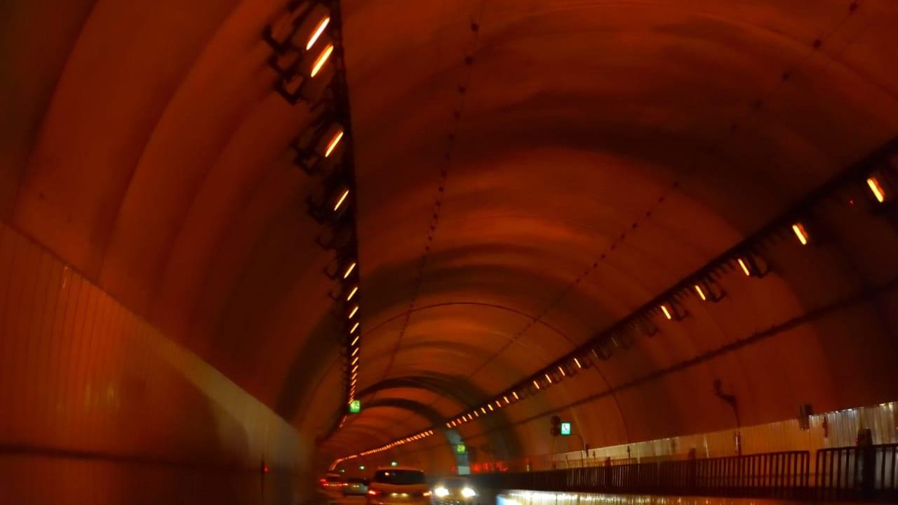 城山トンネル事故